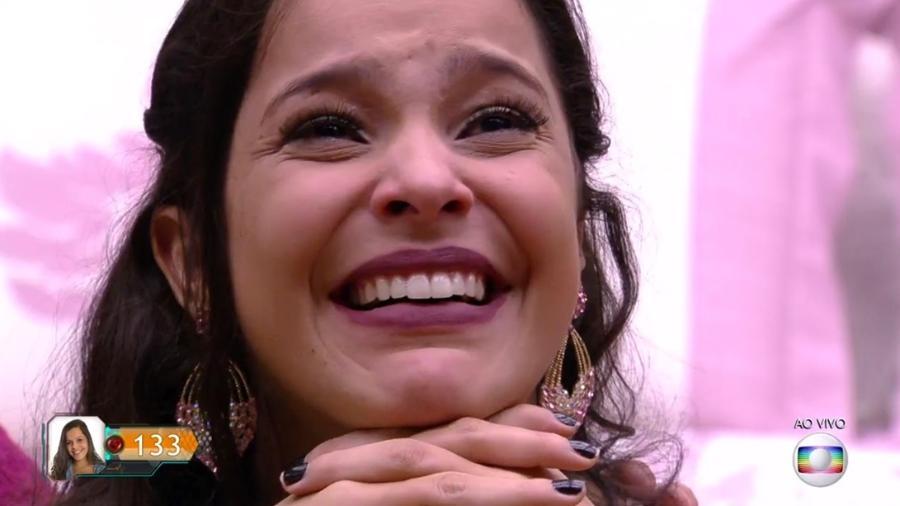 Emilly se emociona com recado da família - Reprodução/TV Globo