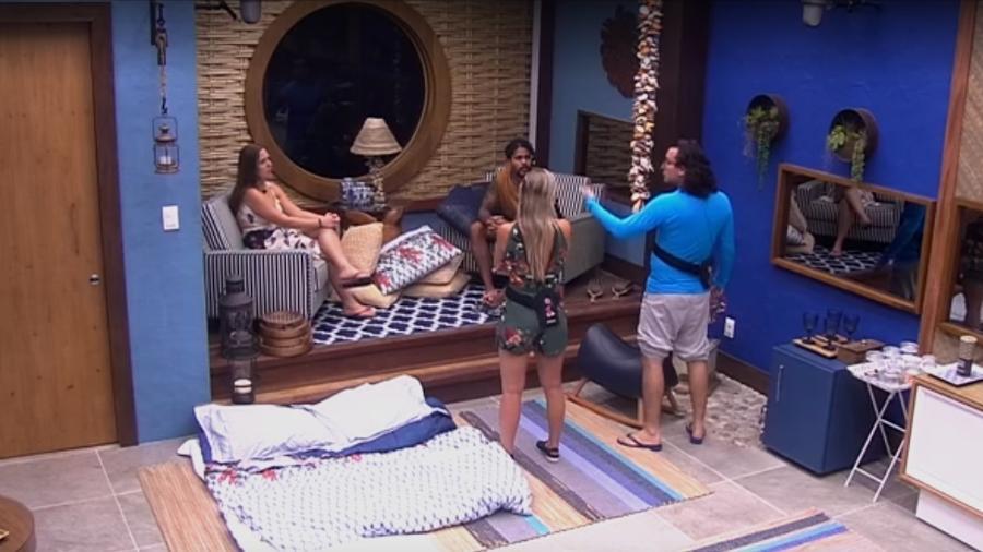 Diego conversa com Patrícia, Jéssica e Viegas no quarto do líder  - Reprodução/Globoplay