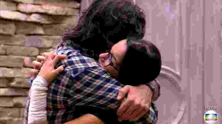 Ilmar se emociona ao encontrar Emilly no lado mexicano - Reprodução/TV Globo - Reprodução/TV Globo