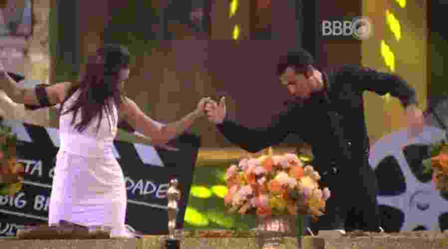 """10.fev.2016 - Juliana e Matheus dançam juntos em festa no """"BBB16"""" - Reprodução/TV Globo"""