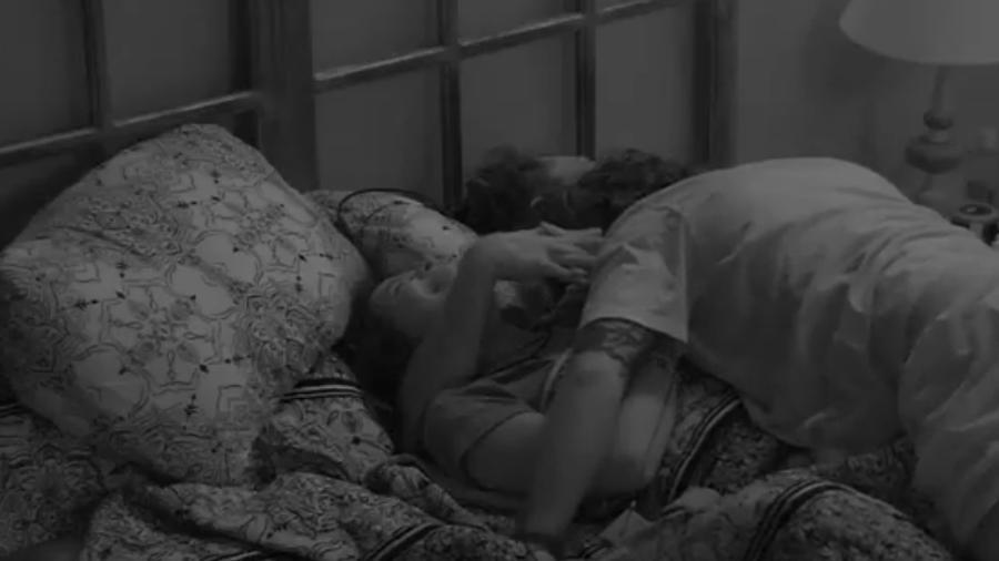 Ilmar pula na de Marcos e Emilly e pede para o médico não abandoná-lo  - Reprodução/TVGlobo