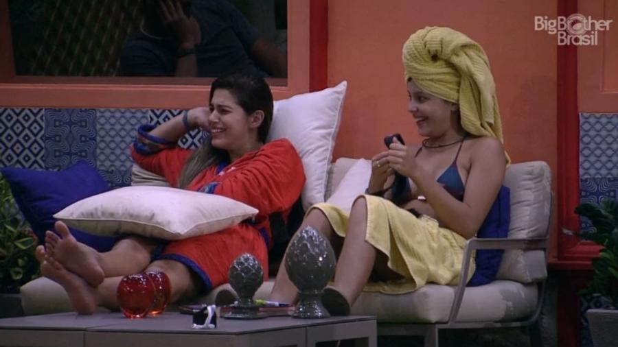 Emilly e Vivian conversam sobre Elettra - Reprodução/TV Globo