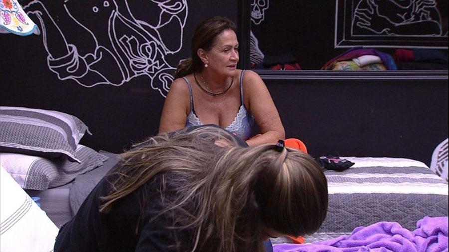 Ieda e Vivian conversam com Emilly depois de saída repentina de Marcos - Reprodução/TVGlobo