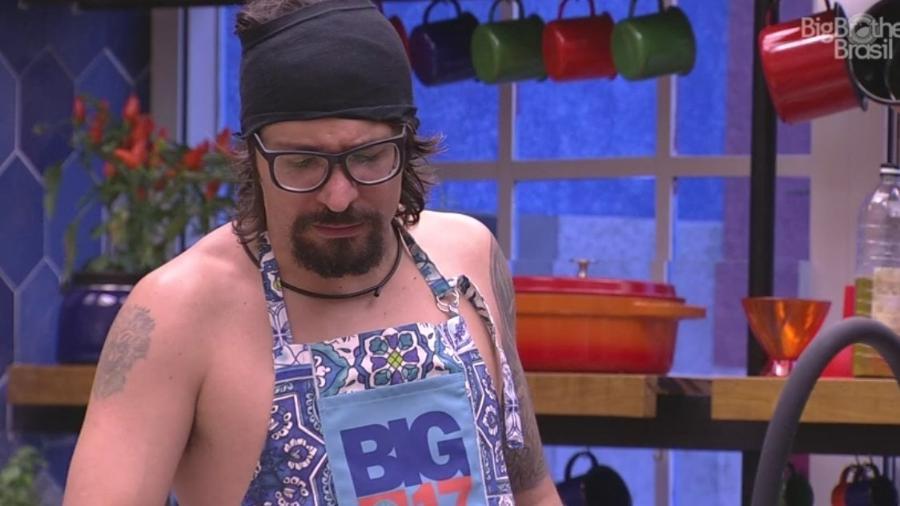Ilmar: cozinheiro quer arrumar um amor fora da casa - Reprodução/Tv Globo