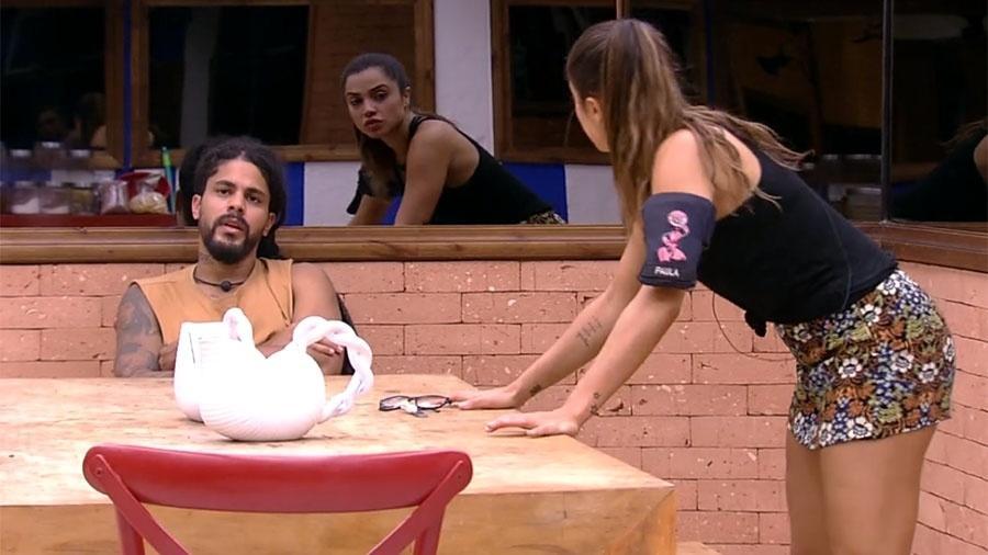 Viegas comenta preocupação com horários de trabalho da namorada - Reprodução/GloboPlay