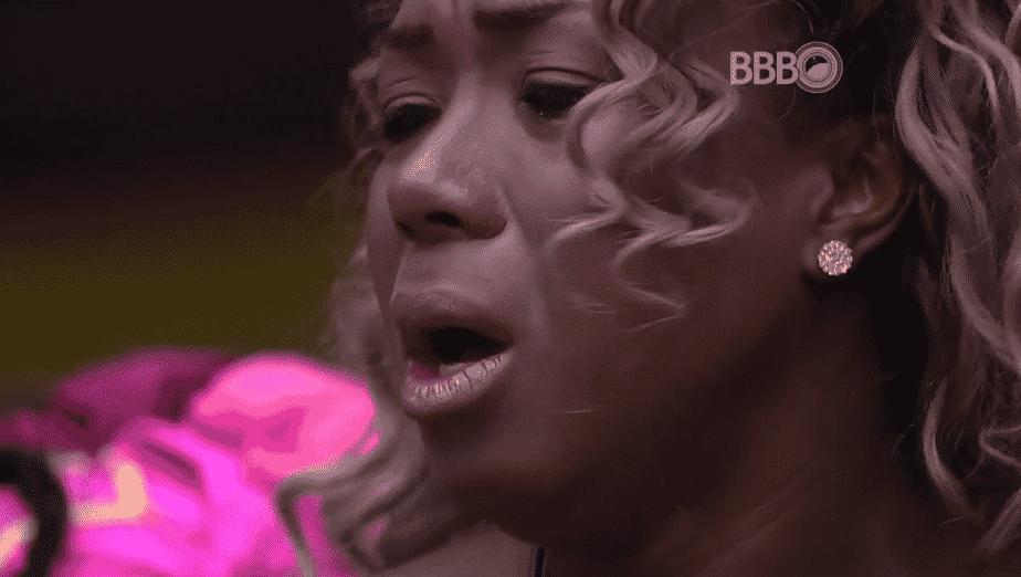 """24.fev.2016 - Adélia chora e diz que vai deixar o """"BBB16"""" - Reprodução/TV Globo"""