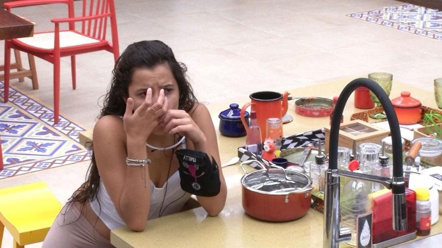 Emilly é picada por um marimbondo - Reprodução/TV Globo