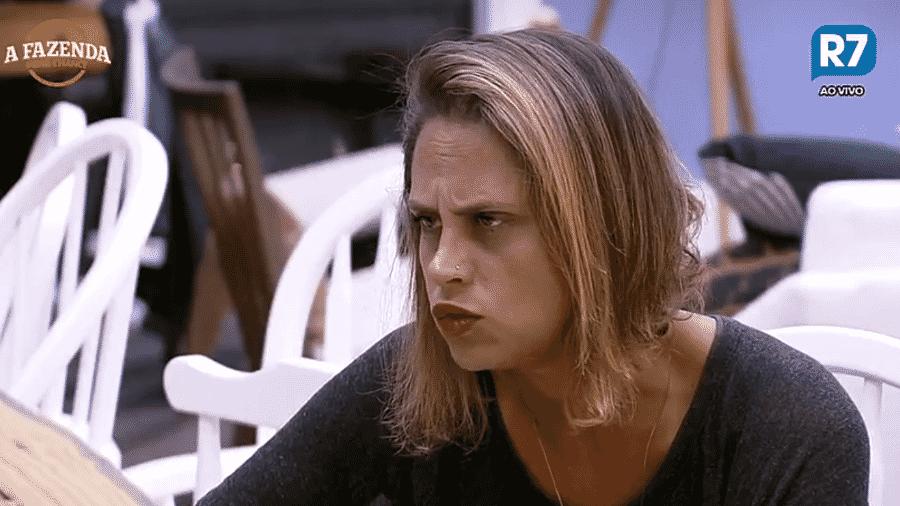 Aritana volta a reclamar da casa - Reprodução/R7