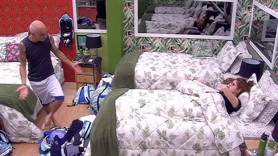 """Ayrton e Ana Clara conversam sobre prova no quarto do """"BBB18"""" - Reprodução/GloboPlay"""