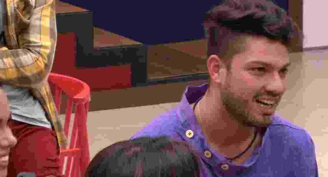 25.Jan.07 - Luiz Felipe confessou para Mayara que nunca ficou solteiro na vida, mas que agora quer curtir um pouco após terminar um namoro recente - Reprodução/TV Globo