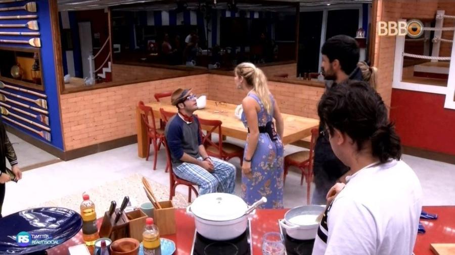 """Mahmoud e Jaqueline têm discussão feia no """"BBB18"""" - Reprodução/GloboPlay"""