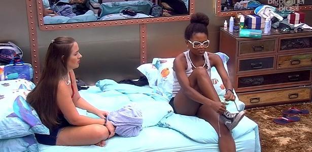 """Patrícia e Nayara conversam no quarto submarino do """"BBB18"""""""