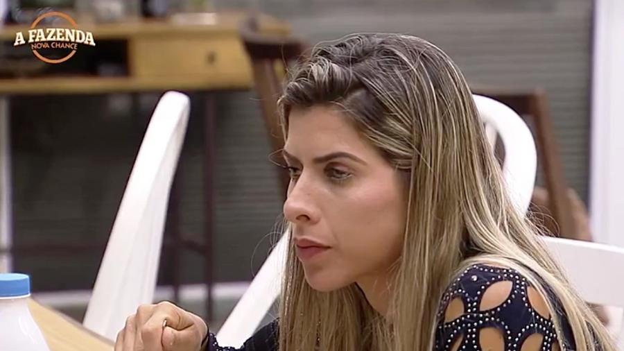 """Ana Paula Minerato questiona Marcos Harter em """"A Fazenda"""" - Reprodução/R7"""