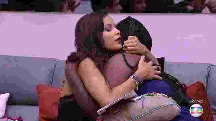 Sisters se abraçam - Reprodução/TV Globo - Reprodução/TV Globo