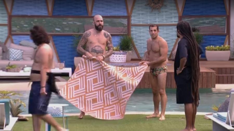 Kaysar e Caruso esquecem microfone  - Reprodução/Tv Globo
