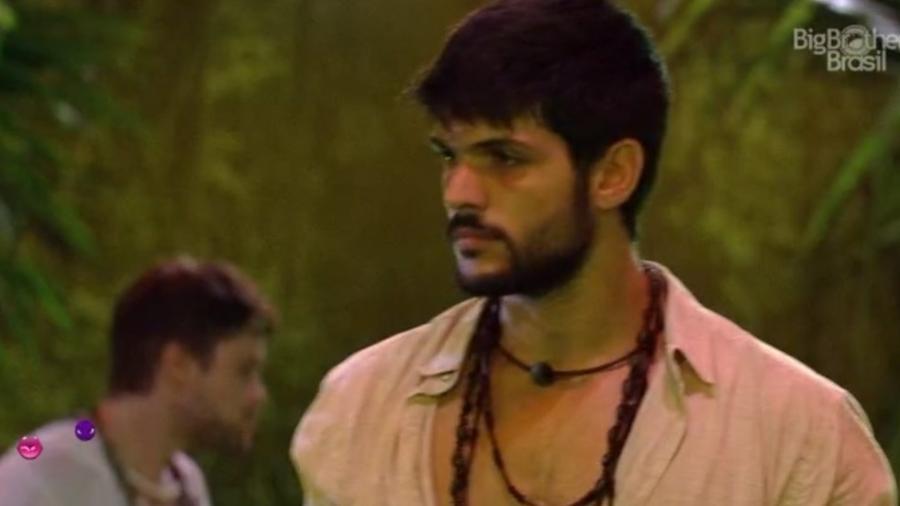 Lucas fica chateado com brincadeira de Mahmoud - Reprodução/Tv Globo