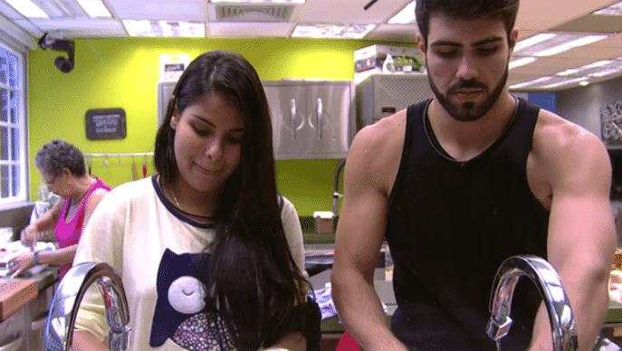20.mar.2016 - Munik conta que Ronan ficou bravo com envolvimento deles e Lahan diz não ter raiva do brother - Reprodução/TV Globo