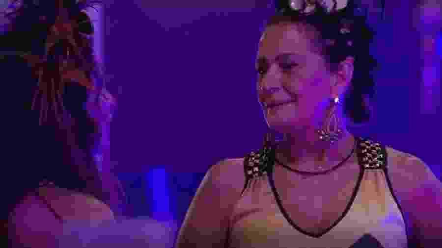 Emilly chora as mágoas para Ieda sobre mais uma briga com Marcos - Reprodução/TVGlobo