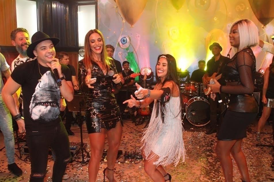 5.abr.2016 - A goiana se divertiu no show de Wesley Safadão, Ivete e Ludmilla