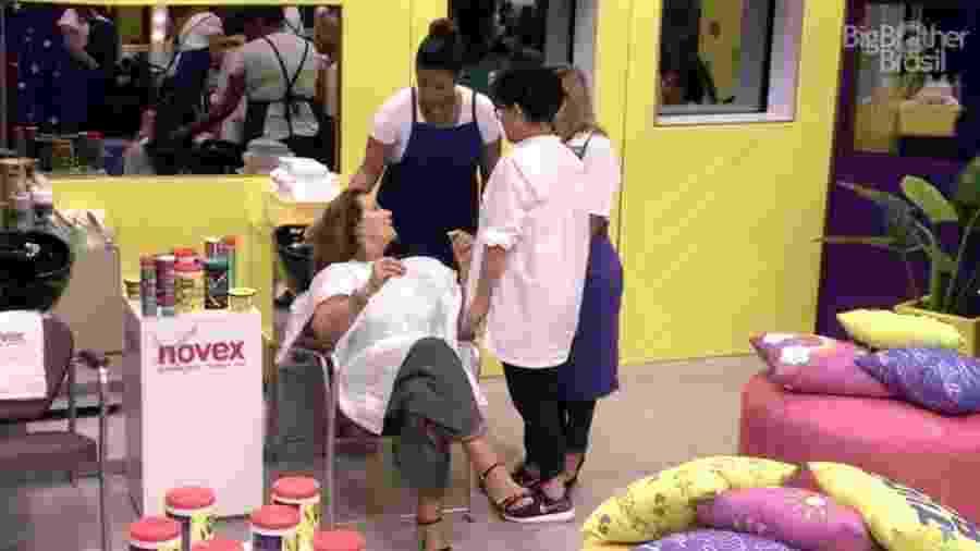 Sisters ganham dia de salão de beleza - Reprodução/TV Globo