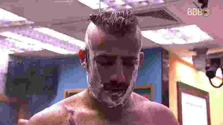 Kaysar no banho - Reprodução/GloboPlay - Reprodução/GloboPlay