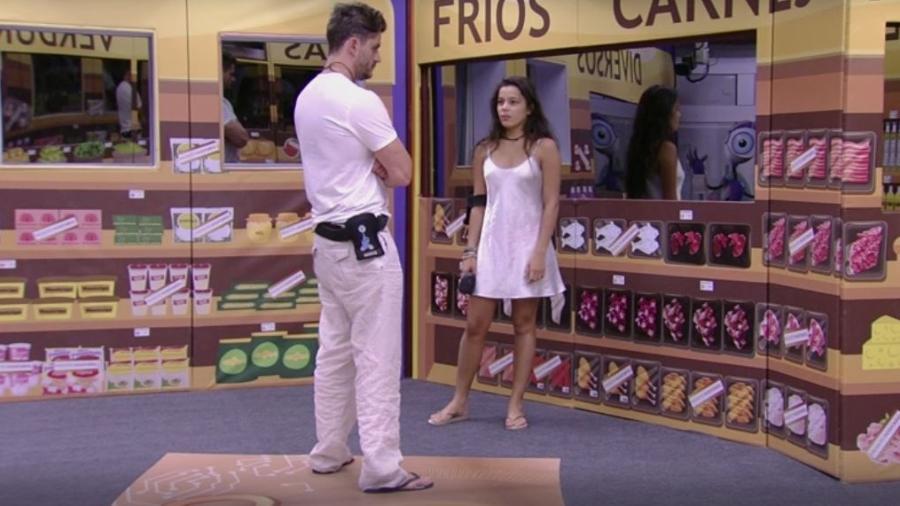 Marcos e Emilly: sem nada para comprar por causa das punições  - Reprodução/TVGlobo