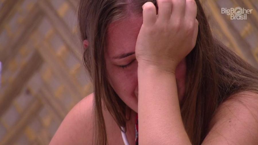 Patrícia chora no quarto do líder  - Reprodução/GloboPlay