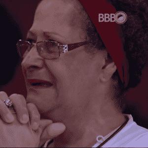 26.mar.2016 - Geralda se emocionou ao ver a filha no vídeo surpresa  - undefined
