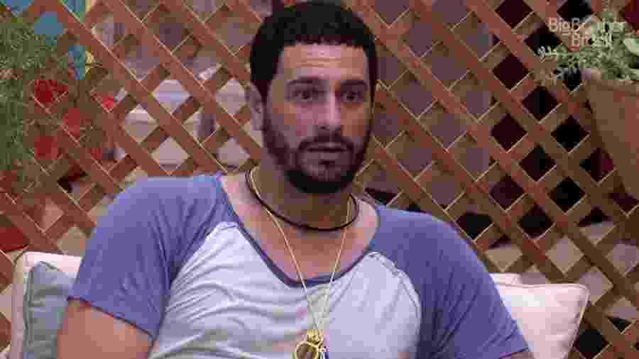 """Daniel descobre que Roberta quer ficar com ele no """"BBB17"""" - Reprodução/TV Globo"""