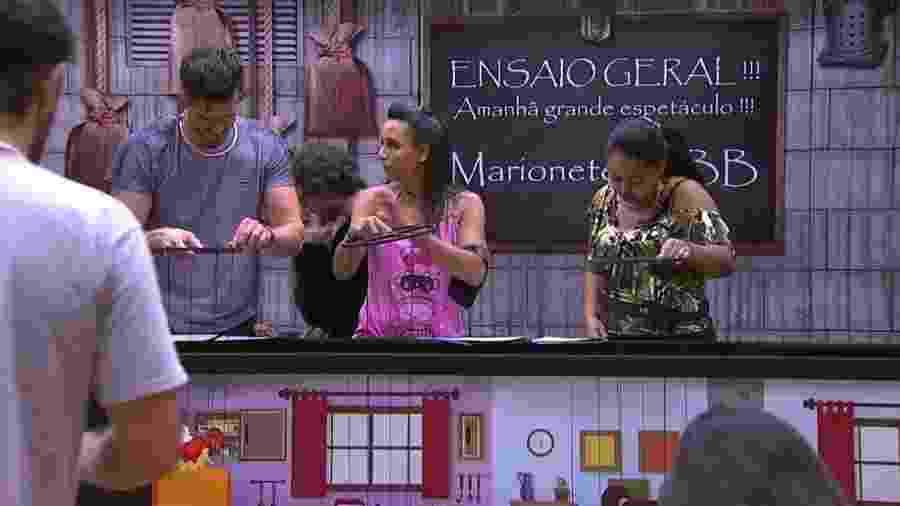Marinalva ensaio ao lado de Elis e Marcos - Reprodução/Tv Globo