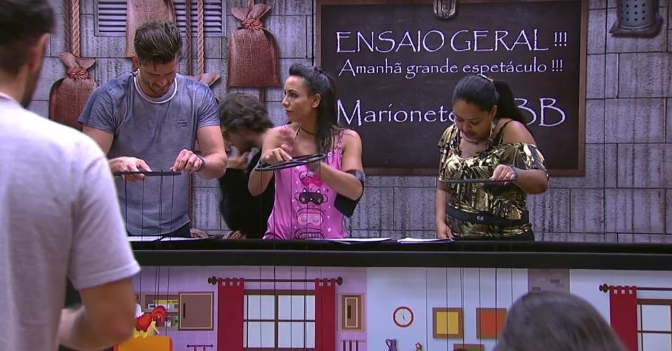 Marinalva ensaio ao lado de Elis e Marcos