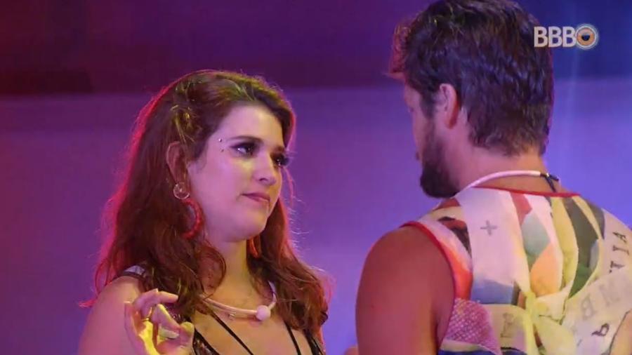 """Ana Clara conversa com Breno na festa """"Axé"""" - Reprodução/GlobosatPlay"""