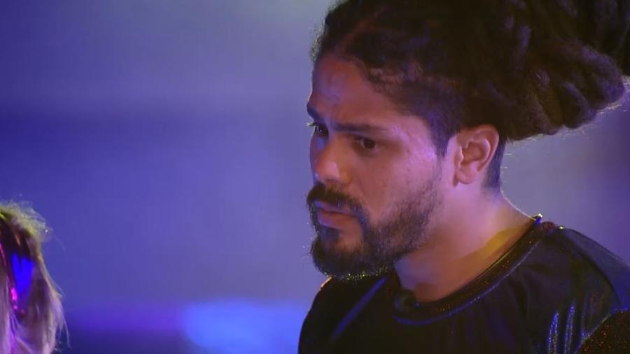 """Viegas conversa com Jéssica na festa """"Disco 70"""" - Reprodução/GlobosatPlay"""
