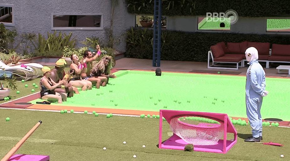 6.mar.2016 - Equipe rosa com ganha a prova da comida - Reprodução/TV Globo