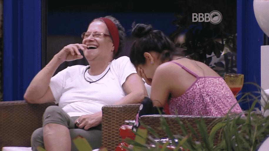 """26.mar.2016 - Munik lembra de Juliano Laham e lamenta: """"Gente não é possível ser idiota desse jeito"""" - Reprodução/TV Globo"""