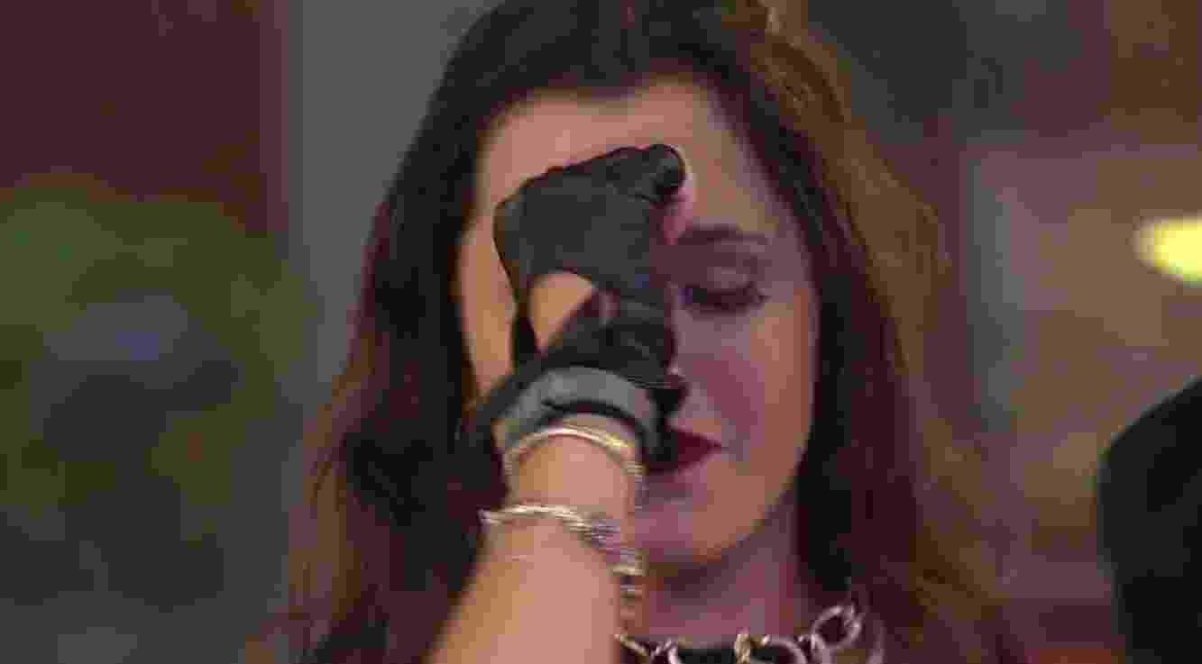 Emilly chora ao som de Projota - Reprodução/TV Globo