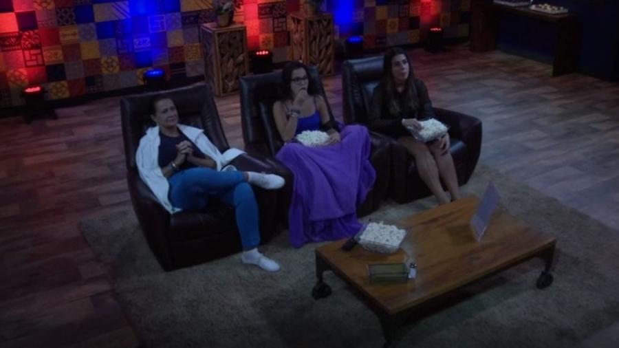 """Ieda, Emilly e Vivian curtem sessão de primeiro episódio da série """"Vade Retro"""" - Reprodução/TVGlobo"""