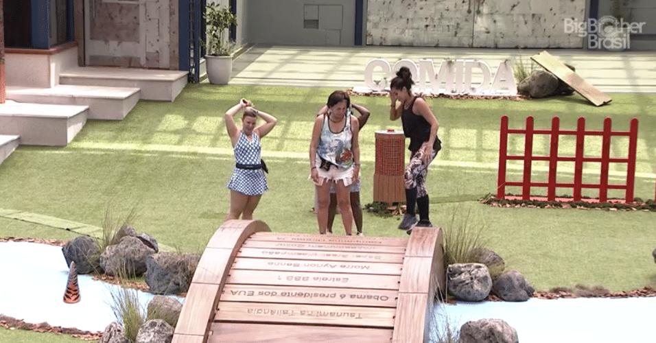 24.jan.2016 - Adélia, Harumi, Maria Claudia e Juliana desistiram da prova da comida