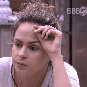 """2.mar.2016 - Ana Paula fala para brothers seguirem o Snapchat de Anitta no """"BBB16"""" - Reprodução/TV Globo"""