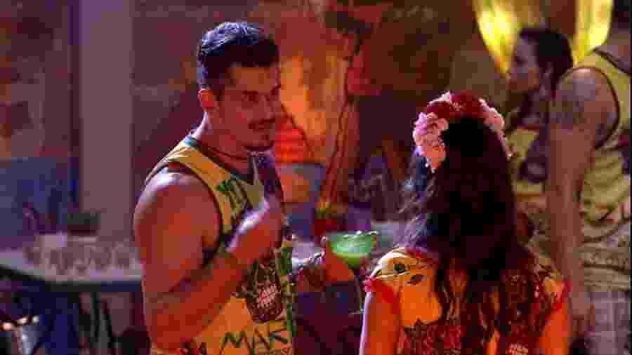 Marcos e Emilly em mais uma de suas corriqueiras briguinhas - Reprodução/TVGlobo
