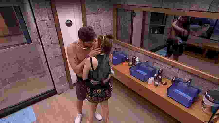 Breno e Ana Clara se beijam  - Reprodução/Tv Globo