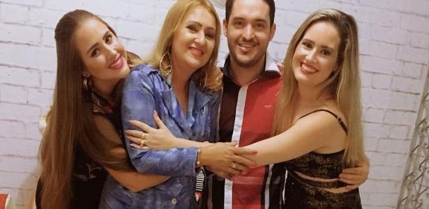 Priscila Leite (à dir), com o irmão, a mãe e a irmã Patrícia (à esq)