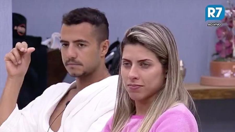 Ana Paula Minerato diz que não tem contatinhos - Reprodução/R7