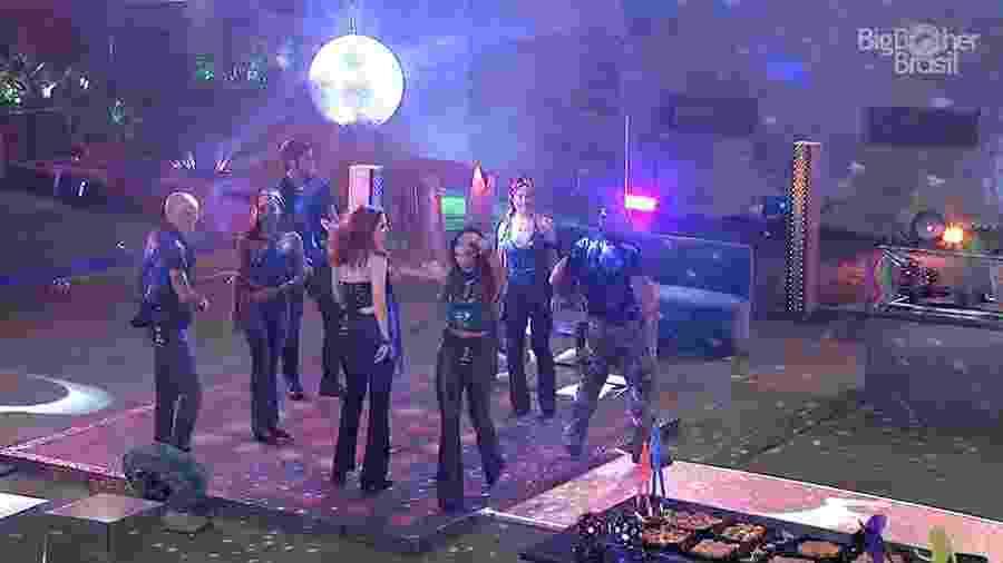 """Início da festa """"Disco 70"""" na casa do """"BBB18"""" - Reprodução/GloboPlay"""