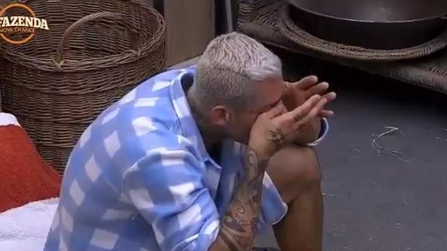 Yuri chora após briga com Monick - Reprodução/R7