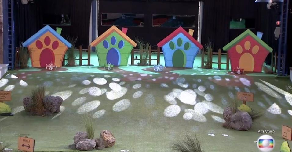 27.mar.2016 - Antes do início da disputa, era preciso escolher uma das quatro casas coloridas. Aquele que ficasse na casa azul (número 3) venceria a etapa desta noite