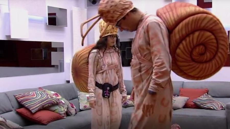Fantasiados de caracol, Emilly e Ilmar se preparam para pagar castigo do monsttro - Reprodução/TVGlobo