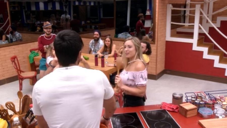 """Brothers brincam de """"verdade ou consequência"""" na cozinha - Reprodução/GloboPlay"""