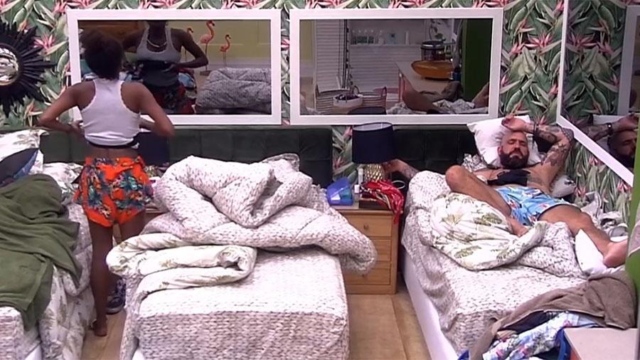 """Nayara e Caruso conversam no """"BBB18"""" - Reprodução/GloboPlay"""