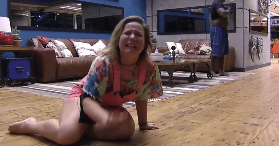 3.mar.2016 - Maria Claudia se emociona ao ver mensagem surpresa da família no